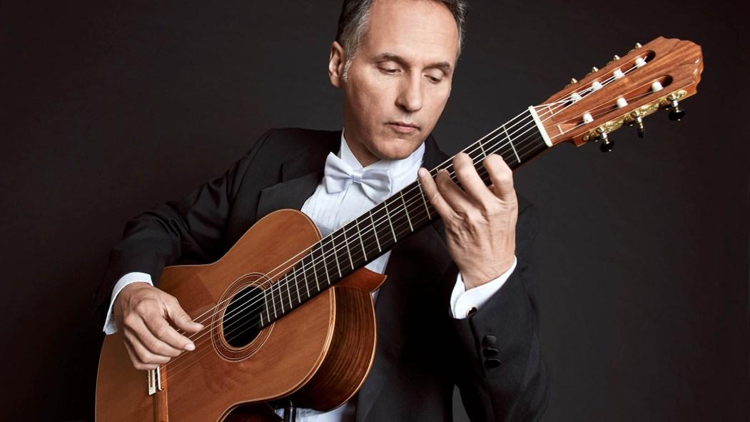 Michel Beauchamp à la guitare