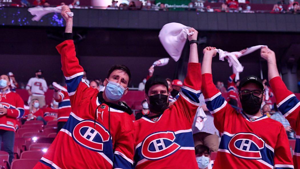 Une foule de partisans des Canadiens de Montréal à l'intérieur du Centre Bell