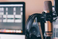 Grâce aux podcasts, les artistes prennent enfin le micro