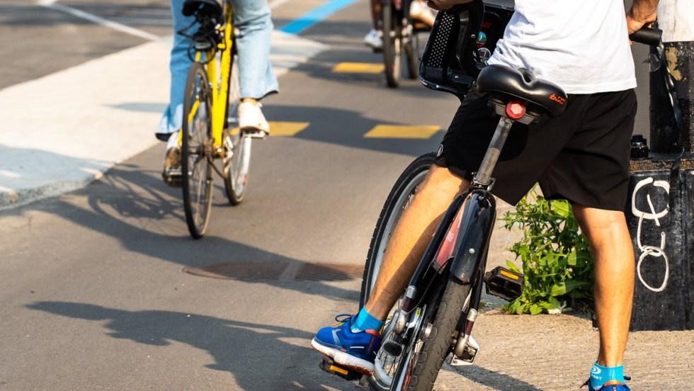 cycliste piste cyclable velo04