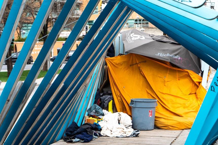 Centre-Sud: un camp d'itinérants évacué, un «pacte social» réclamé