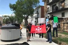 Montréal-Nord: des citoyens manifestent contre les poubelles qui débordent