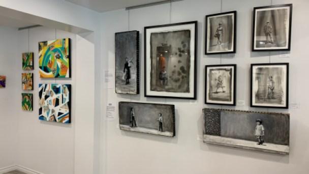 Exposition d'œuvres d'art dans la galerie