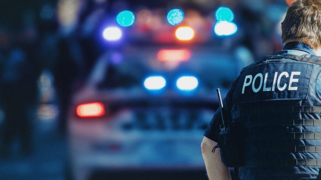 Policier et voiture de police
