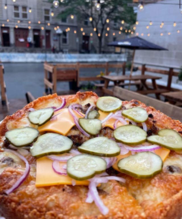 La pizza Le Gros Mac du restaurant Le Ponctiac