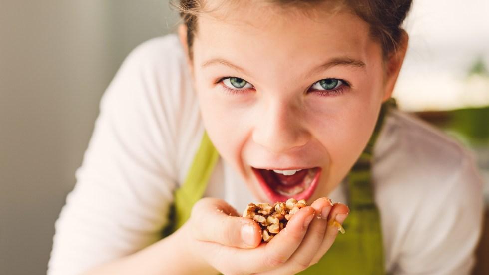 Les noix du Québec se dégustent de plusieurs manières, autant nature que dans nos salades et nos desserts.