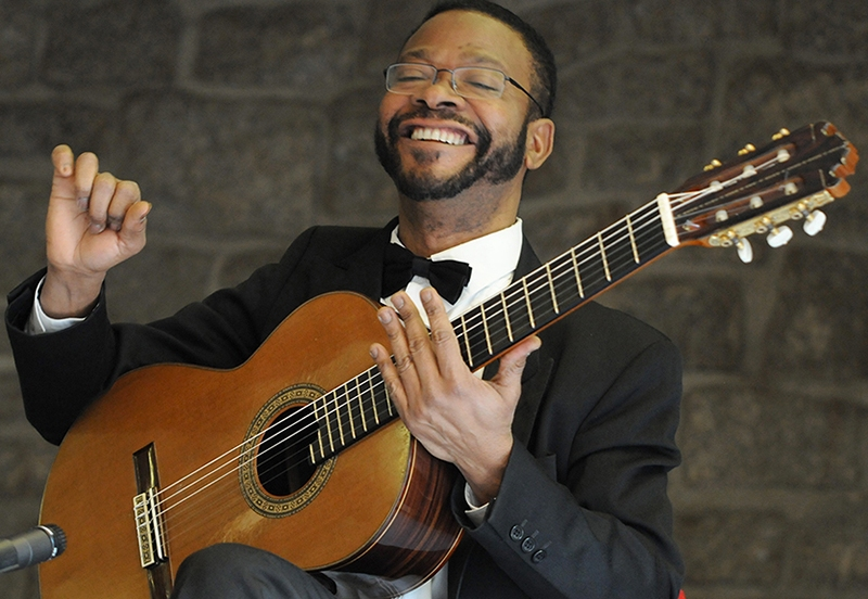 Le guitariste Amos Coulanges